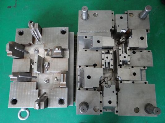 China OEM steel  utomatic injection molding molds / plastic molding tools supplier