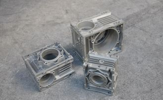 China Custom made Injection Mold Tooling for aluminum die casting parts supplier